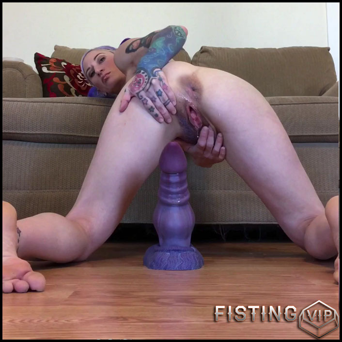 Riding Bruiser's big dragon-dog cock - Badlittlegrrl - Full HD-1080p, anal play, webcam, anal, Giant Dildo (Release May 24, 2017)2