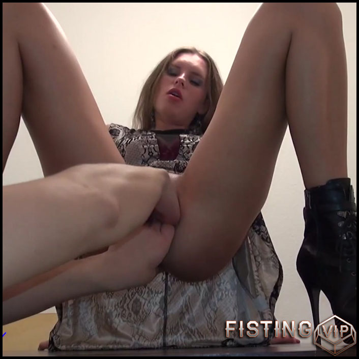 First Double Fisting try - Sexy Naty - Full HD-1080p, extreme fisting, hardcore fisting (Release June 8, 2017)