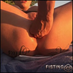 Fisting Lilys ass in public – HD-720p, colossal dildo, dildo anal, hardcore fisting (Release June 28, 2017)