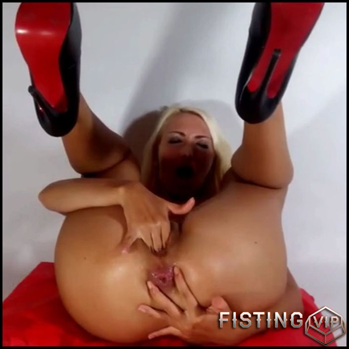 Helena Moeller herself anal gape fisted in doggy pose - HD-720p, gape ass, gaping anal, gaping asshole (Release June 15, 2017)1