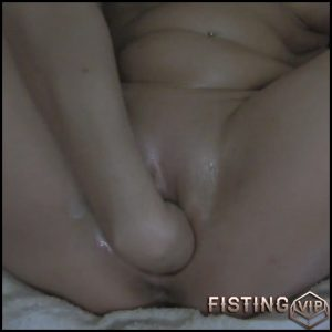 Amateur wife gets fisted herself – Full HD-1080p, pussy fisting, pussy insertion, solo fisting (Release July 18, 2017)