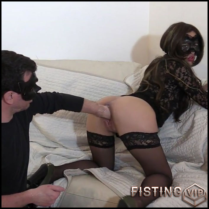 Amazing amaeur double fisting sex with masked couple - double fisting, double penetration, fisting herself (Release July 17, 2017)1