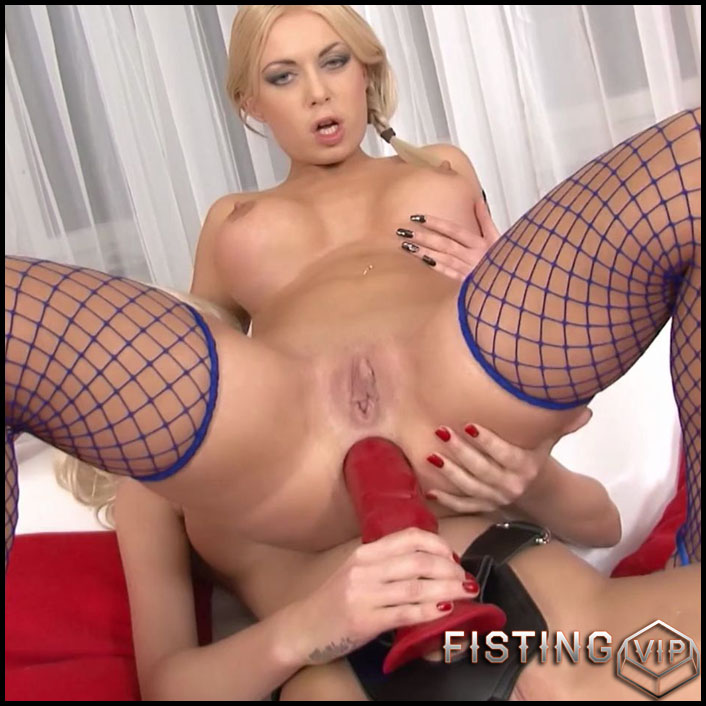 huge Anal strapon dildo