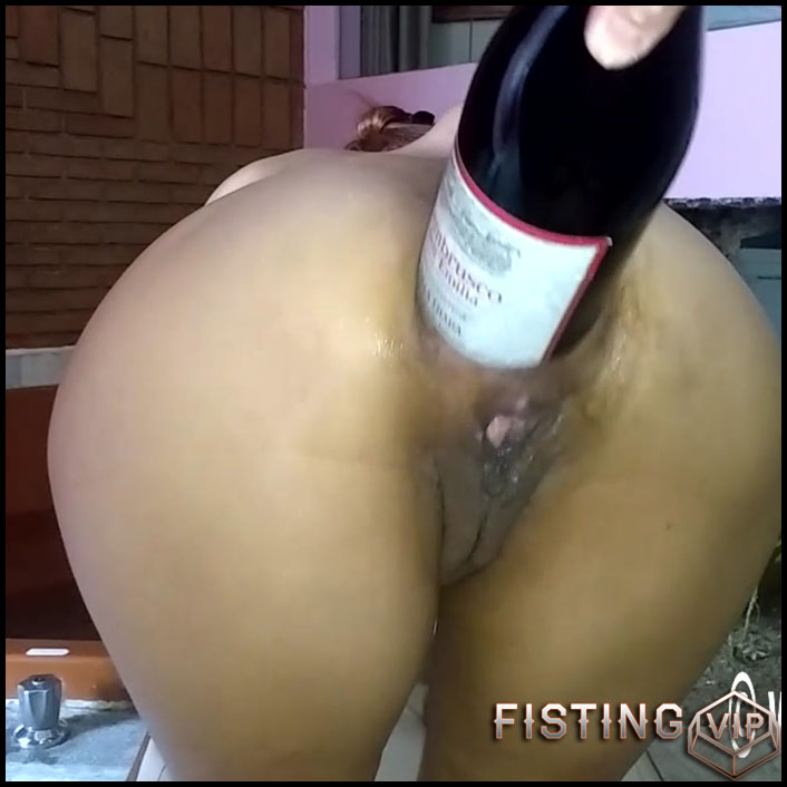 Champagne bottle and anal fisting fuck - HD-720p, extreme fisting, Bottle, big pussy fisting (Release July 5, 2017)