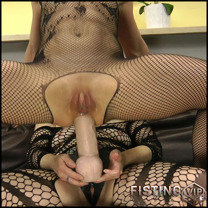 DGG fuck Nikki Curly with huge strapon - DirtyGardenGirl - Full HD-1080p, prolapse, long dildo, strapon lesbians (Release July 3, 2017)