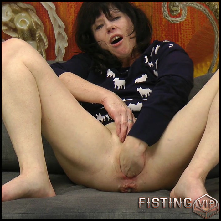 DirtyGardenGirl - Dog dress anal fisting - Full HD-1080p, hardcore fisting, anal prolapse (Release July 9, 2017)
