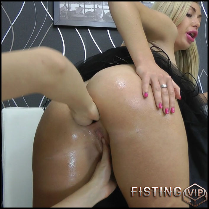 Hotkinkyjo - Fisting fun with Isabella Clark - Full HD-1080p, lesbian fisting, extreme fisting, prolapse ass (Release July 10, 2017)