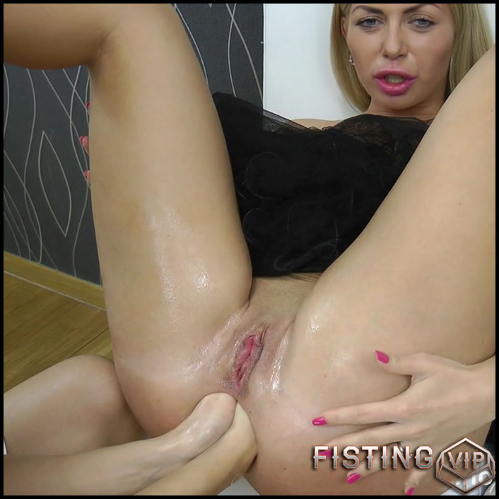 Hotkinkyjo - Fisting fun with Isabella Clark - Full HD-1080p, lesbian fisting, extreme fisting, prolapse ass (Release July 10, 2017)1