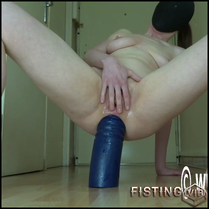 Oma reitet Monster Dildo