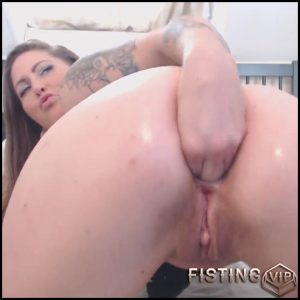 Tattooed booty girl try anal fisting in doggy style pose homemade – Full HD-1080p, anal fisting, dildo anal, solo fisting (Release July 18, 2017)