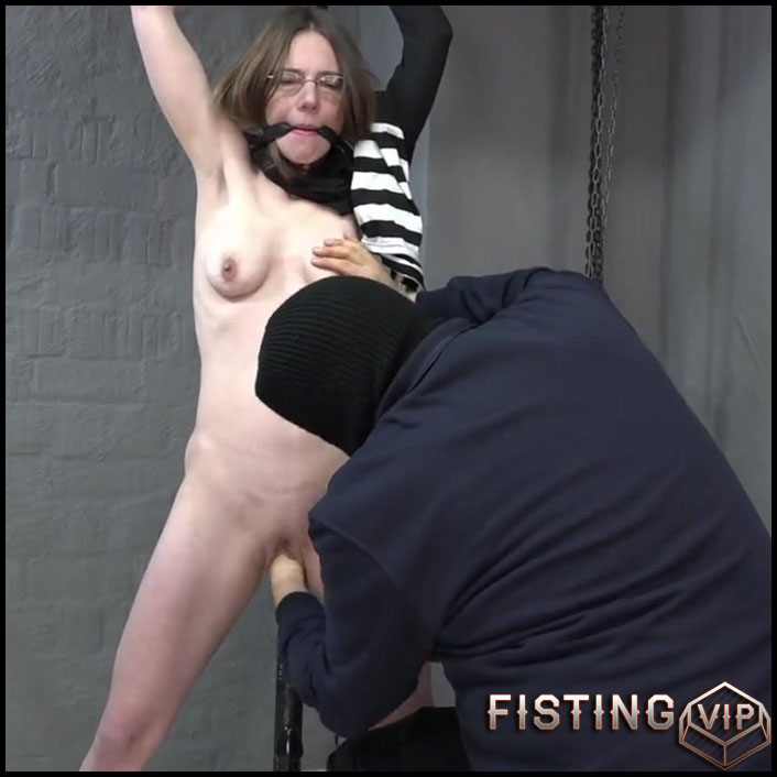 Use of crates - Part 33 with KarinaHH - Full HD-1080p, extreme fisting, hardcore fisting (Release July 27, 2017)