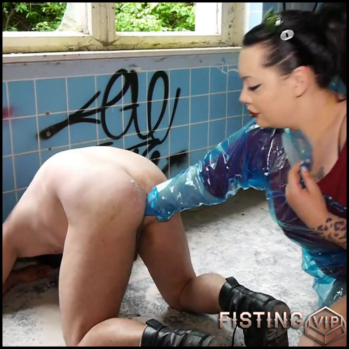 With veterinarian gloves the ass fisted with Dominique-Plastique - Full HD-1080p, download fisting, extreme fisting (Release August 11, 2017)