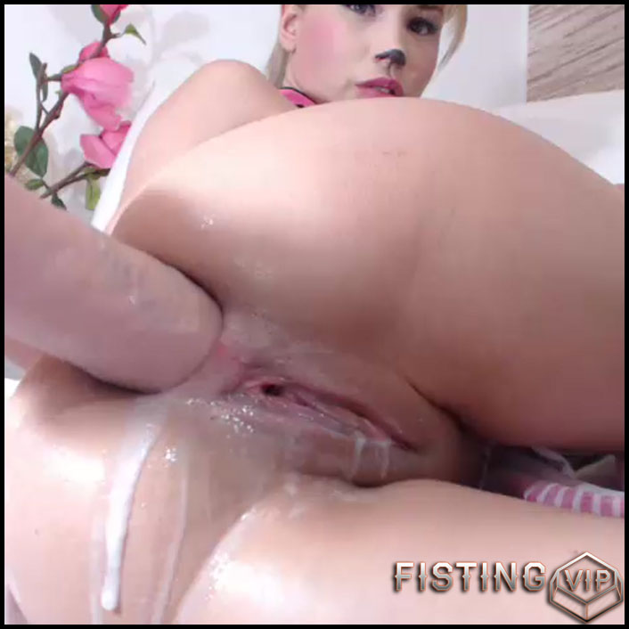 Huge ass ana creampie
