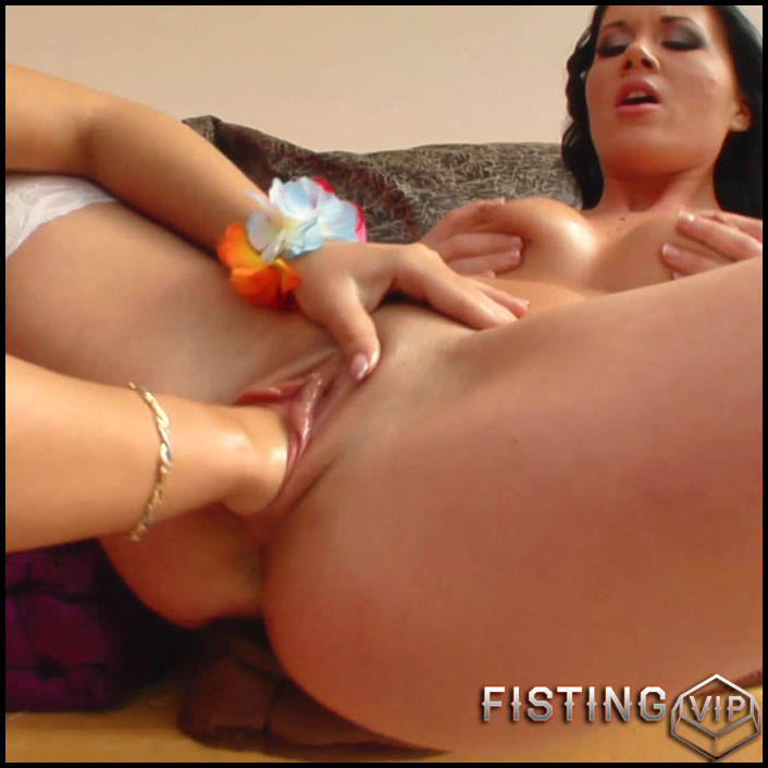 Giggy & Clarisse - Full HD-1080p, lesbian anal fisting, lesbian fisting sex (Release September 3, 2017)