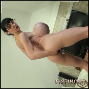 Penelope Black Diamond bikini fisting busty milf – HD-720p, pussy fisting, solo fisting (Release September 5, 2017)
