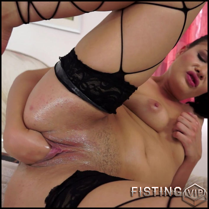 Solo Fistingwith Dolly - Full HD-1080p, solo fisting, extreme pussy fisting (Release September 7, 2017)