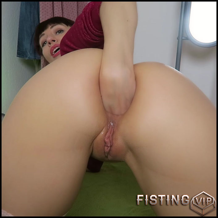 Asshole stuffing with Sharpies - Mylene - Full HD-1080p, solo fisting, pens (Release October 12, 2017)