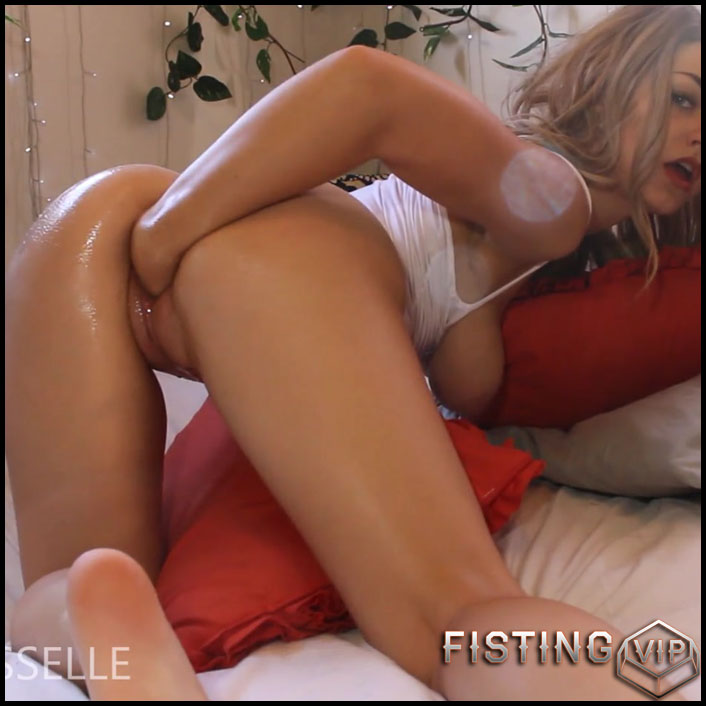 Busty blonde Littlemisselle solo fisting sex - Full HD-1080p, pussy fisting, pussy insertion, solo fisting (Release October 5, 2017)1