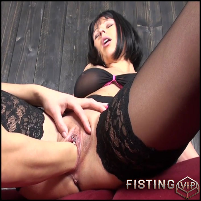 Busty milf with piercing clit gets deep vaginal fisting amateur - HD-720p, lezdom fisting, pussy fisting (Release October 26, 2017)