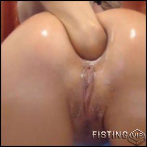 Hairy webcam girl fingering her sweet anal prolapse – Full HD-1080p, solo fisting, webcam (Release October 31, 2017)