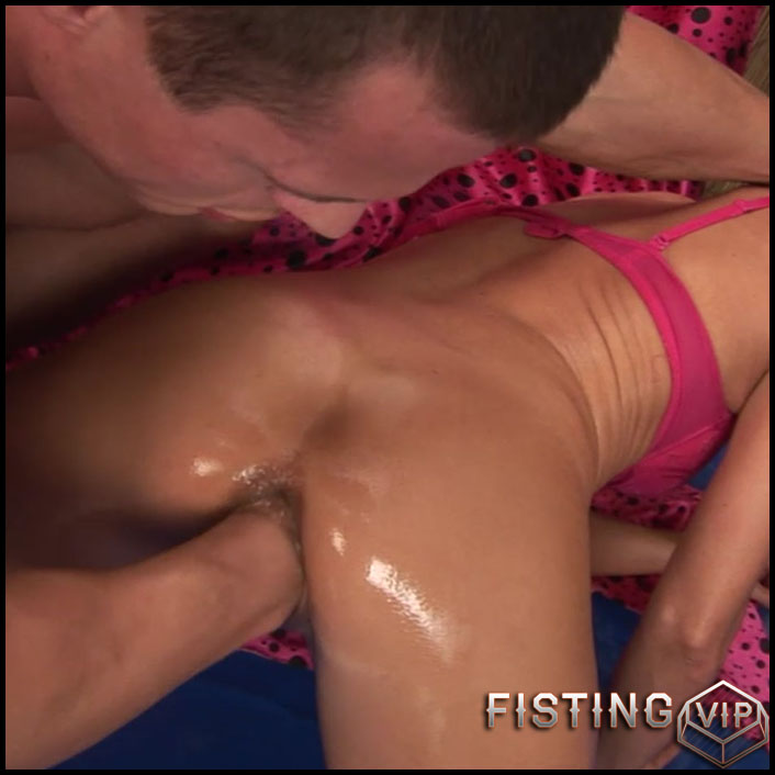 Maia takes a huge fist up her snatch - HD-720p, extreme pussy fisting, fisting porn (Release October 12, 2017)1