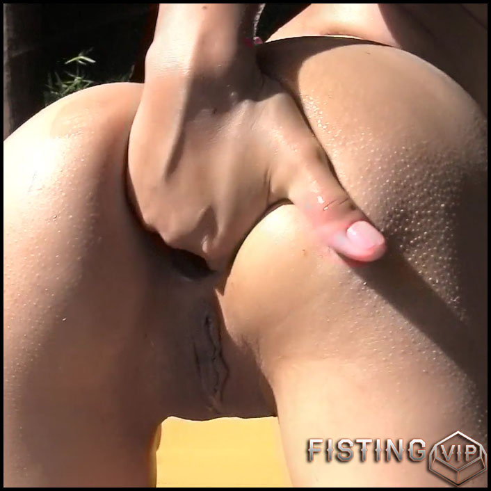 Very long dildo in ass
