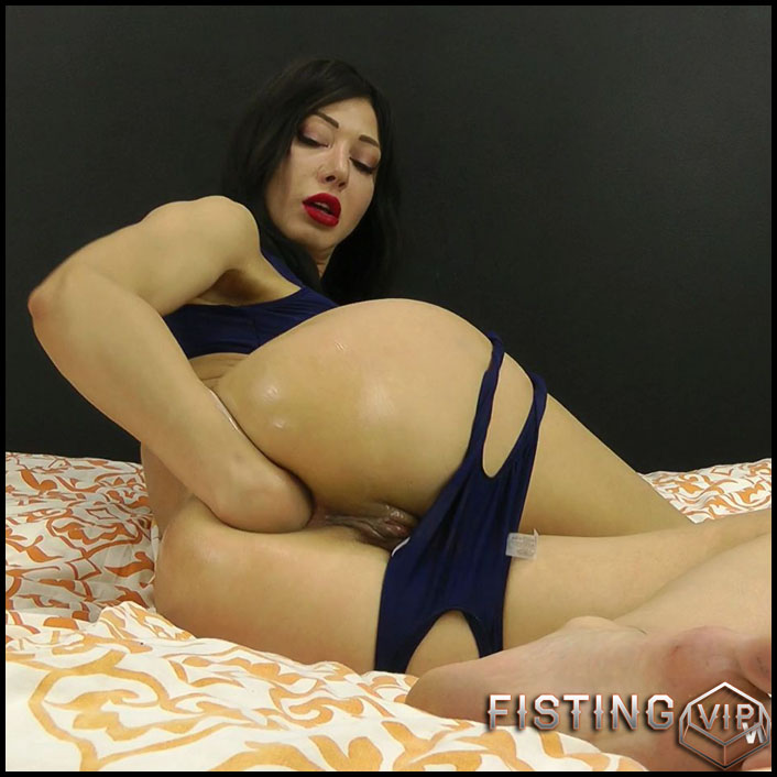 Hotkinkyjo - Tight blue suit and self anal fisting - Full HD-1080p, solo fisting, anal prolapse (Release November 03, 2017)