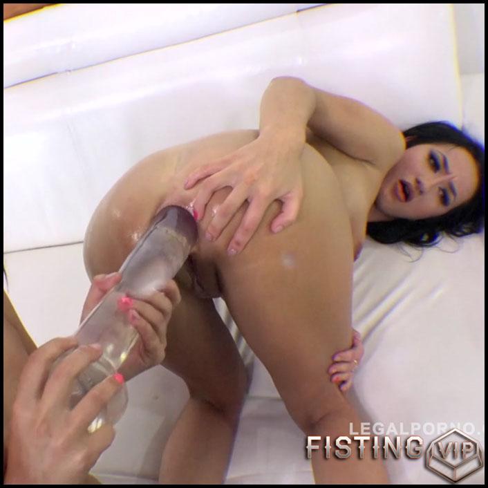 Maria Devine and Lara Onyx gets huge dildo in anal gape - HD-720p, colossal dildo, dildo anal, dildo porn (Release November 25, 2017)