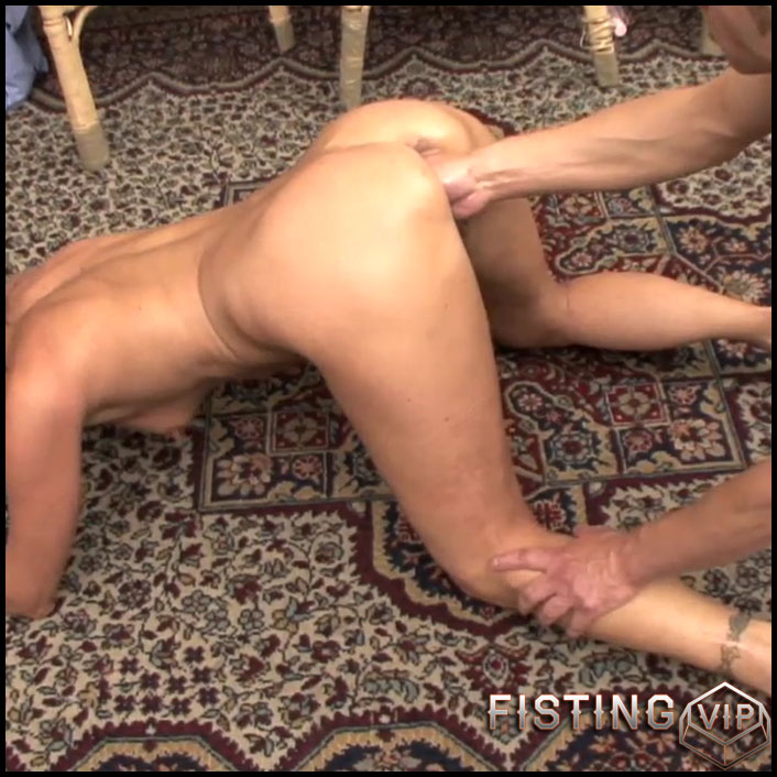 Perverted french mom gets vaginal fisting in doggy pose - HD-720p, mature fisting, pussy fisting (Release November 06, 2017)
