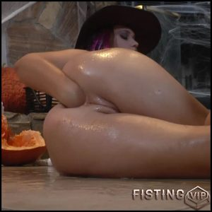 Roxy Raye anal halloween porn solo closeup – Full HD-1080p, colossal dildo, dildo anal, solo fisting (Release November 06, 2017)