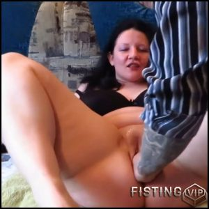 Russian fatty girl gets deep vaginal fisting – HD-720p, fisting herself, pussy fisting, amateur fisting (Release November 17, 2017)