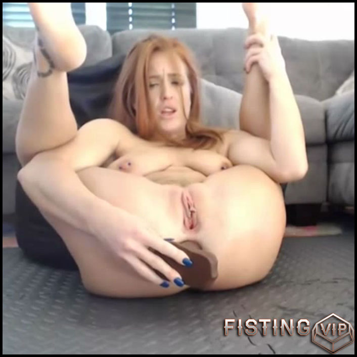 Dildoing asshole girl