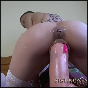 Bald girl gets monster dildo in asshole and pussy – dildo penetration, dildo porn, dildo riding (Release December 29, 2017)