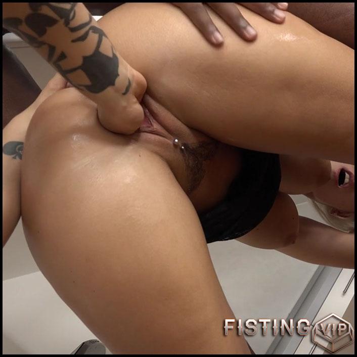 Blanche Bradburry and Ninel Mojado lesbians fisting porn - HD-720p, lesbian fisting, pussy fisting, pussy insertion (Release December 17, 2017)