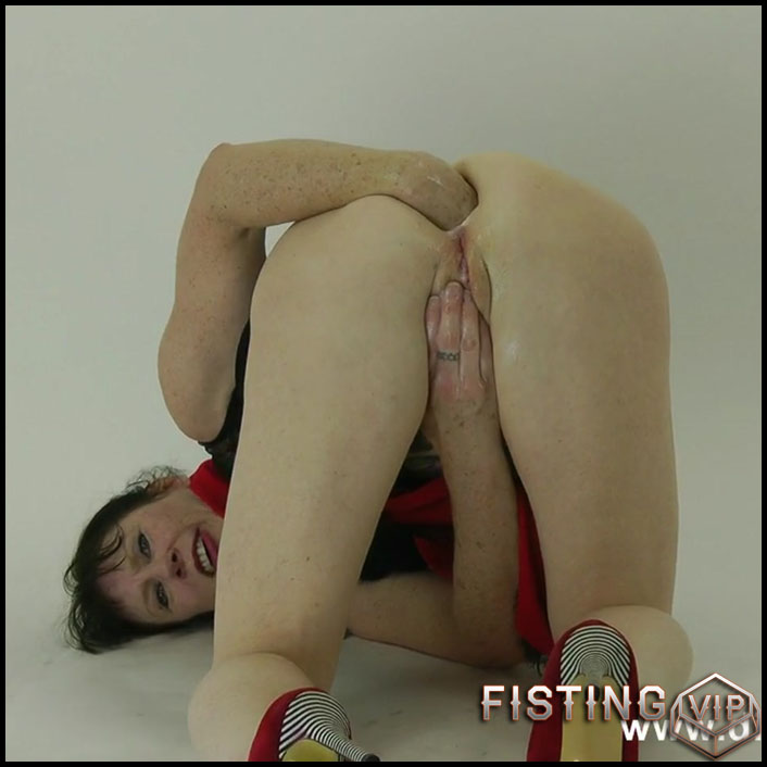 DirtyGardenGirl - Redblack dress studio fisting fun - HD-720p, solo fisting, pussy fisting (Release December 5, 2017)
