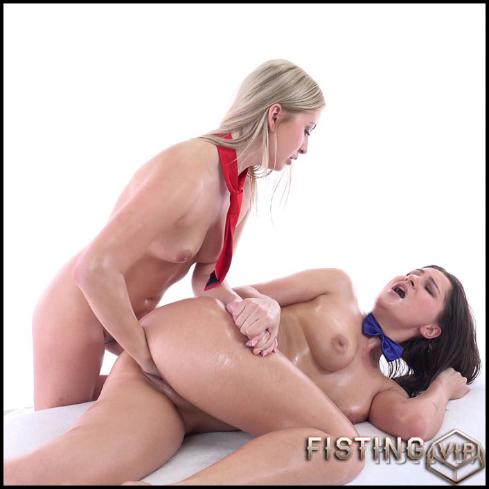 FisterTwister Cayla and Ellen Betsy lesbians fisting porn - UltraHD 4K, lesbian fisting, pussy fisting (Release December 25, 2017)1