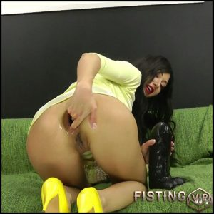 Hotkinkyjo – Yellow shoes and huge black anal dong – HD-720p, colossal dildo, double dildo, double penetration (Release December 5, 2017)