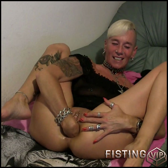 Lady-Isabell666 monster sized anal prolapse stretching - Full HD-1080p, mature fisting, solo fisting (Release December 25, 2017)