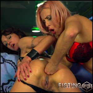Lyna Cypher anal fisted big anal prolapse Brittany Bardot and squirt – HD-720p, anal fisting, deep fisting (Release December 15, 2017)