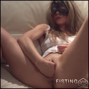 Masked girl shocking dildo rides and gets fisted amateur porn – HD-720p, long dildo, monster dildo, pussy fisting (Release January 10, 2017)