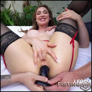 Yasmin Scott solo fisting and dildo anal after squirt – HD-720p, anal fisting, dildo anal, dildo penetration (Release January 5, 2017)