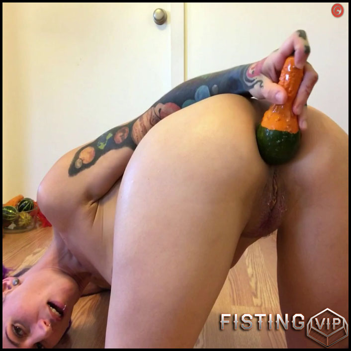 Badlittlegrrl autumn ass play with huge vegetables - Full HD-1080p, vegetable anal, vegetable porn, webcam (Release January 28, 2017)1