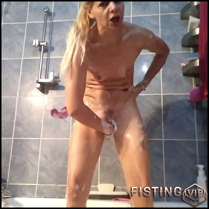 Dirty russian blonde fisted her big cervix pussy in bathroom RaisaWetsX - Full HD-1080p, mature fisting, pussy fisting, solo fisting (Release January 21, 2017)