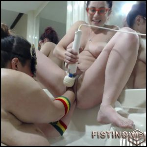 PetiteFistingQueen gets double fisted from BBW girlfriend – HD-720p, double fisting, lesbian fisting, pussy fisting (Release February 10, 2017)
