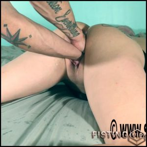 LilySkye double fisting and wrecking my pussy amateur – HD-720p, amateur fisting, deep fisting, double fisting (Release February 24, 2017)