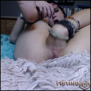 Milly17 fisted her gaping pussy and bad dragon dildo rides – Full HD-1080p, monster dildo, pussy fisting (Release February 3, 2017)