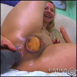 Sexy girl penetration baguette in asshole and pussy RaisaWetsX – solo fisting, dildo anal, huge dildo (Release February 21, 2017)