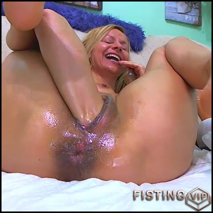 Sexy girl penetration baguette in asshole and pussy RaisaWetsX - solo fisting, dildo anal, huge dildo (Release February 16, 2017)1