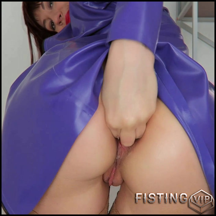 Mylene latex, pee outdoors, home fist - Full HD-1080p, anal fisting, solo fisting (Release March 18, 2018)