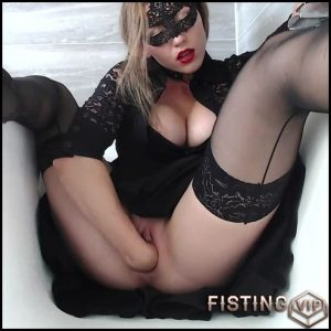 Cute masked girl fisting sex in bathroom – HD-720p, pussy fisting, solo fisting (Release April 13, 2018)
